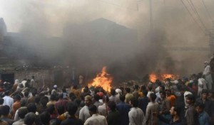 Muslims-Burn-Christian-Homes-in-Lahore-Pakistan-Burned-Down-Christian-Persecution-e1364051835192